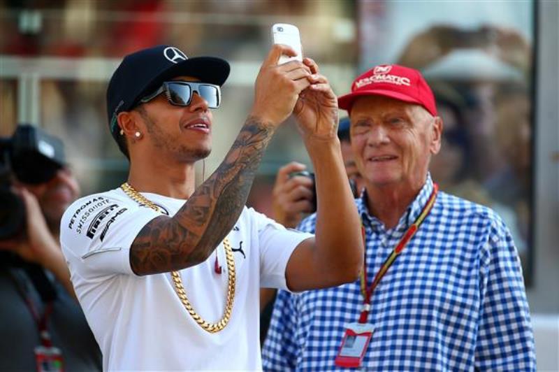 Lewis Hamilton and Niki Lauda - selfie experts? (courtesy: Google)